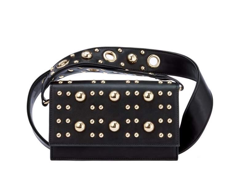 Clouté, mini sac noir, 28 € (La Halle).