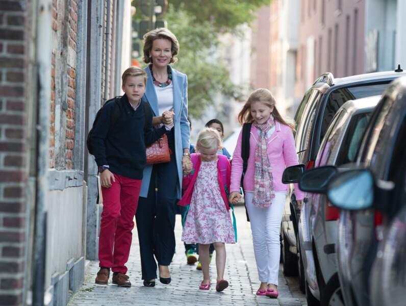 Mathilde de Belgique accompagne le prince Gabriel, la princesse Eléonore et la princesse Elisabeth pour la rentrée