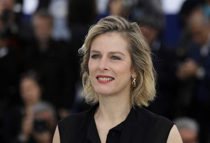 """Karin Viard (53 ans), lors du photocall du film """"Les Chatouilles"""", à Cannes en 2018"""