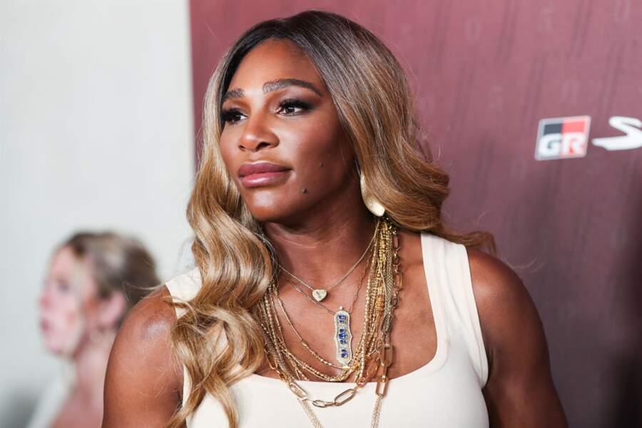 Serena Williams dévoile ses cheveux blonds lors du Sports Illustrated Fashionable 50, à Los Angeles.