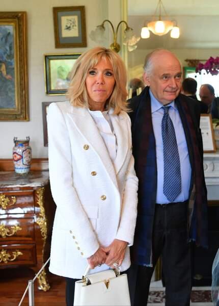 Brigitte Macron élégante en blanc Alexandre Vauthier collection Cruise 2019, blond et noir à Giverny