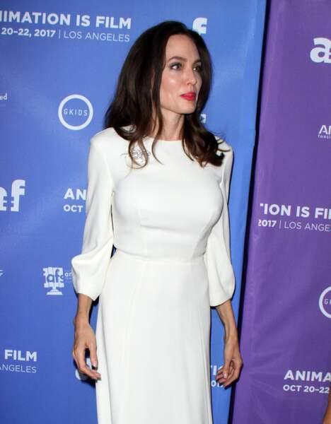 Angelina Jolie, magnifique dans sa robe blanche
