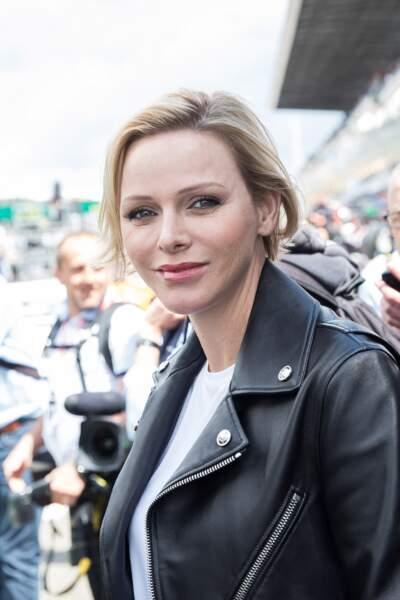 Charlene de Monaco a aussi adopté le blond 2019, avec des racines plus foncées et des mèches couleur miel