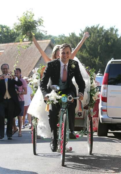 Charlie Van Straubenzee et Daisy Jenks quittent l'église  : vive les mariés !