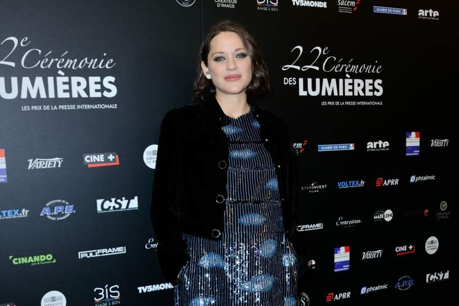 Marion Cotillard était lundi 30 janvier sur le tapis rouge de la 22e édition des Prix Lumières