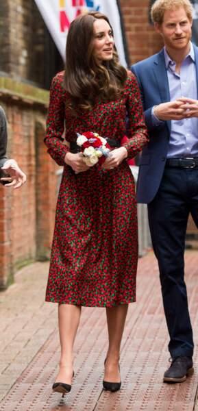 Kate Middleton en 2016, dans une robe à motifs floraux un brin démodés