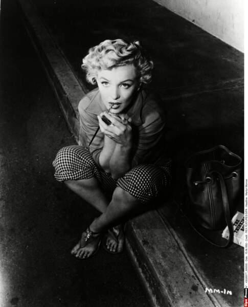 Marilyn met sa féminité en scène mais son assurance est factice