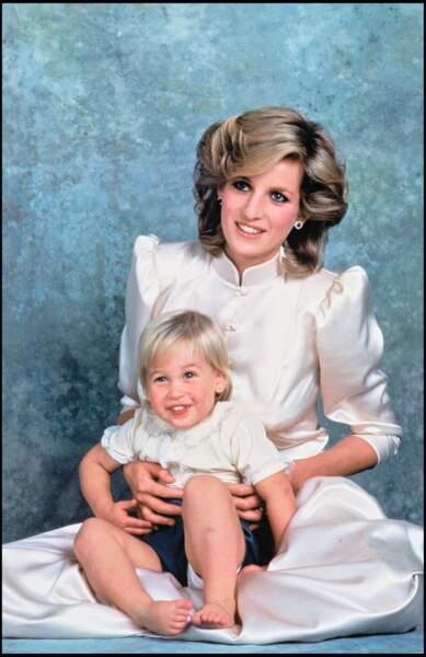 La princesse Diana avec le prince William lors d'une séance en studio en 1984