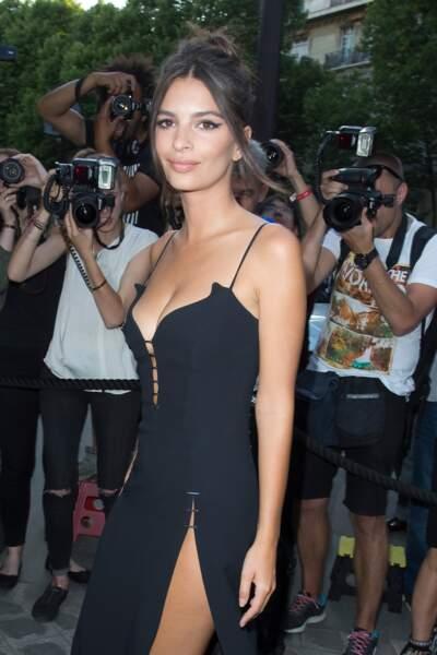 Emily Ratajkowski arrive a la Vogue Party, le 4 juillet, pour la Haute Couture Fashion Week de Paris