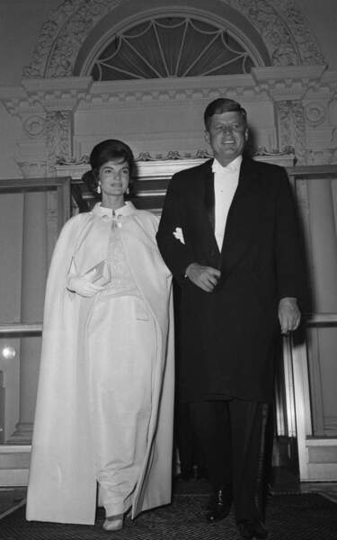 1961 : Jackie Kennedy dans une robe blanche signée Ethan Frankau