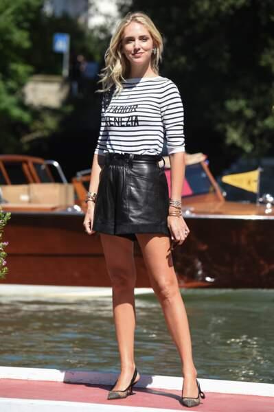 "Dès son arrivée, Chiara Ferragni a adopté un total look Dior, très ""riviera""."