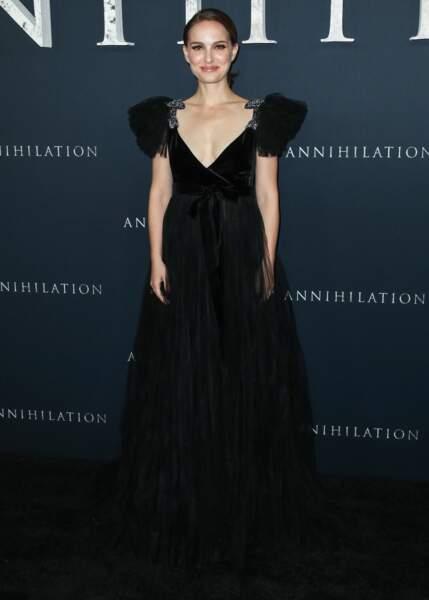 Natalie Portman sublime dans une longue robe décolletée noire