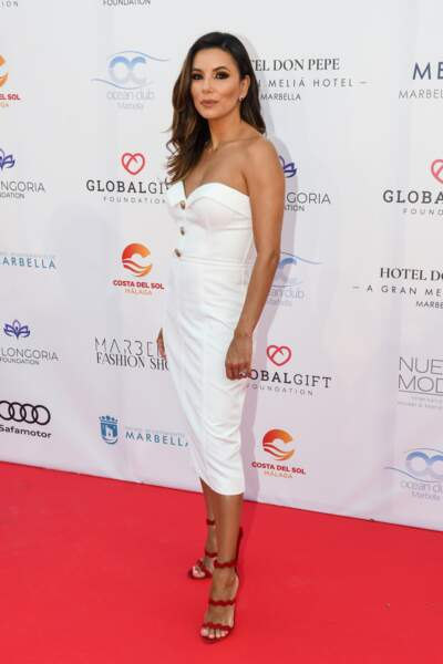 "La coiffure ""one-shoulder"" d'Eva Longoria"