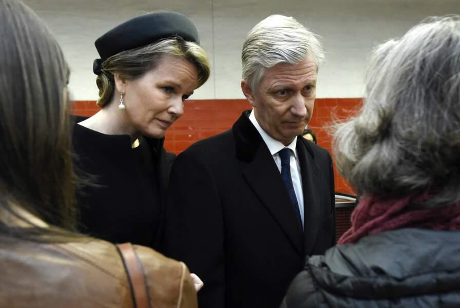 Le roi Philippe et la reine Mathilde s'entretiennent avec les victimes des attentats du métro de Bruxelles
