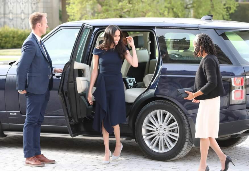 Meghan Markle (en robe Roland Mouret) et sa mère Doria, la veille de son mariage avec Harry, le 18 mai 2018
