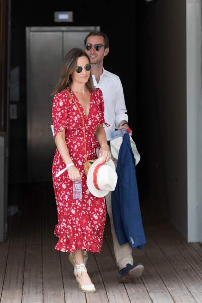 Pippa Middleton ressort chaque été ses célèbres espadrilles compensées