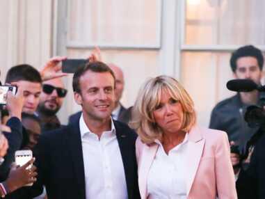 PHOTOS - Brigitte Macron en veste rose enjouée et souriante à l'Elysée