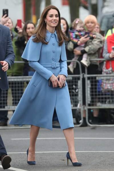 Kate Middleton, ravissante en bleu, lors de sa visite en Irlande du Nord, le 28 février 2019.