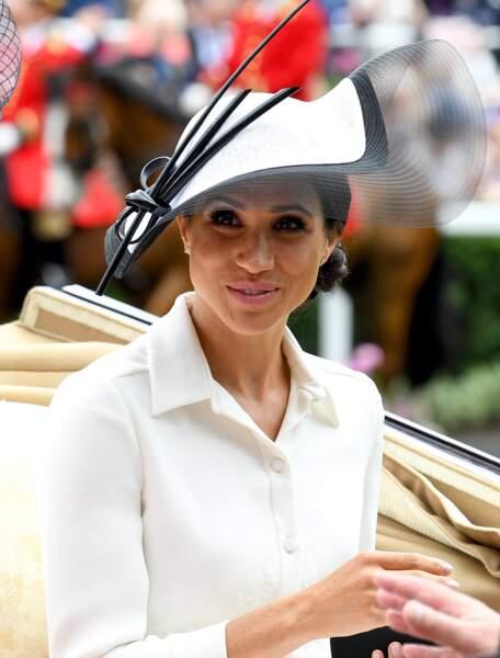 Meghan Markle sublime en robe Givenchy Couture et chapeau Philip Tracy lors du Royal Ascot
