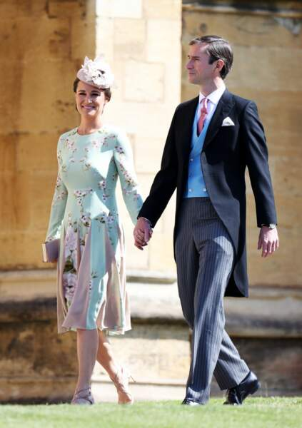 Pippa Middleton sourit aux photographes