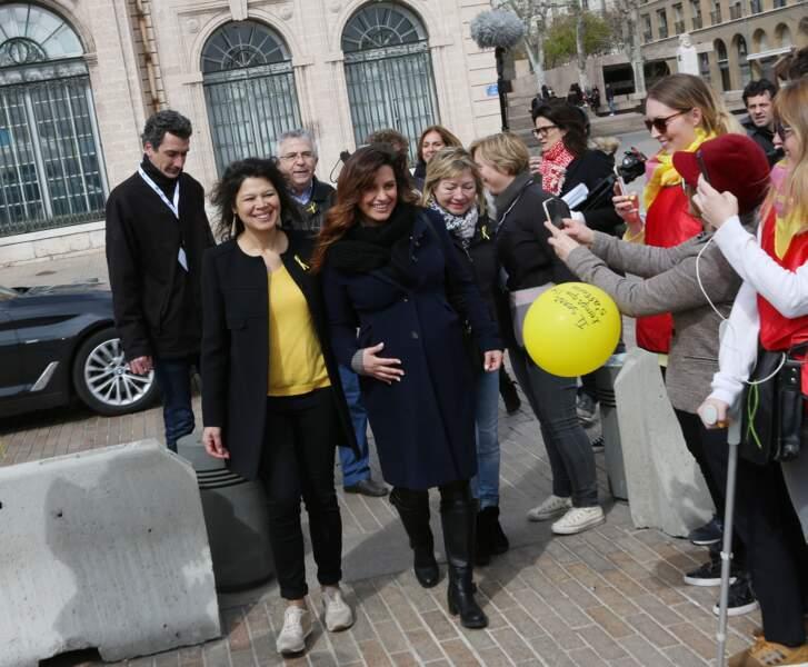 Laetitia Milot et les manifestants lors de la marche mondiale contre l'endométriose