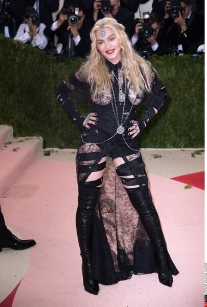 Madonna porte aussi des dessous noirs, à défaut d'être chics.
