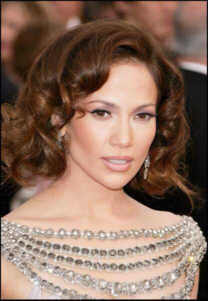 Jennifer Lopez adopte la coiffure rétro aux Oscars en 2007