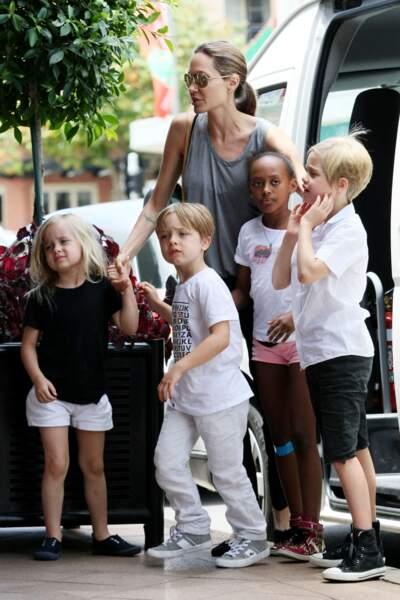 Angelina Jolie et ses enfants à Sydney en Australie, en 2013