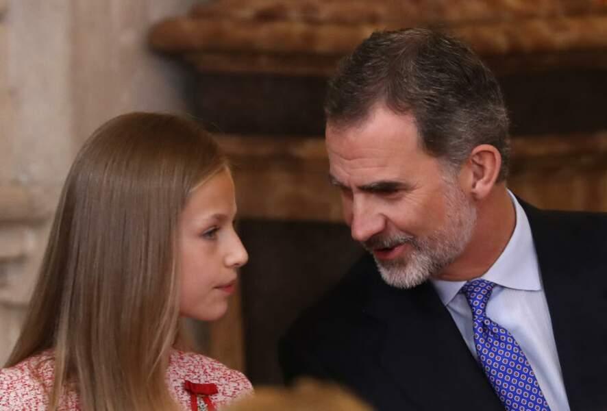 Discussion entre le Roi Felipe VI d'Espagne et sa fille la Princesse Léonor.
