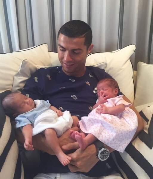 Le footballeur Cristiano Ronaldo est devenu papa de jumeaux nés par mère porteuse, le 8 juin dernier : Eva et Mateo