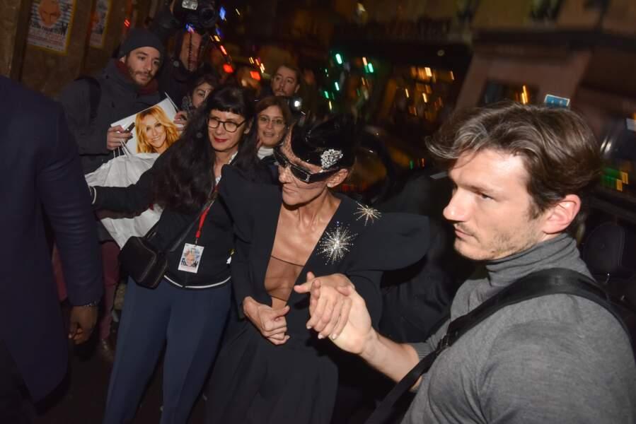 Céline Dion sans soutien-gorge arrivant au « Fashion Freak Show » avec Pepe Munoz