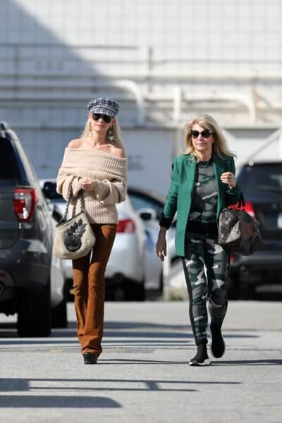 Nouvelle journée de shopping pour Laeticia Hallyday et sa mère ce jeudi 7 février.