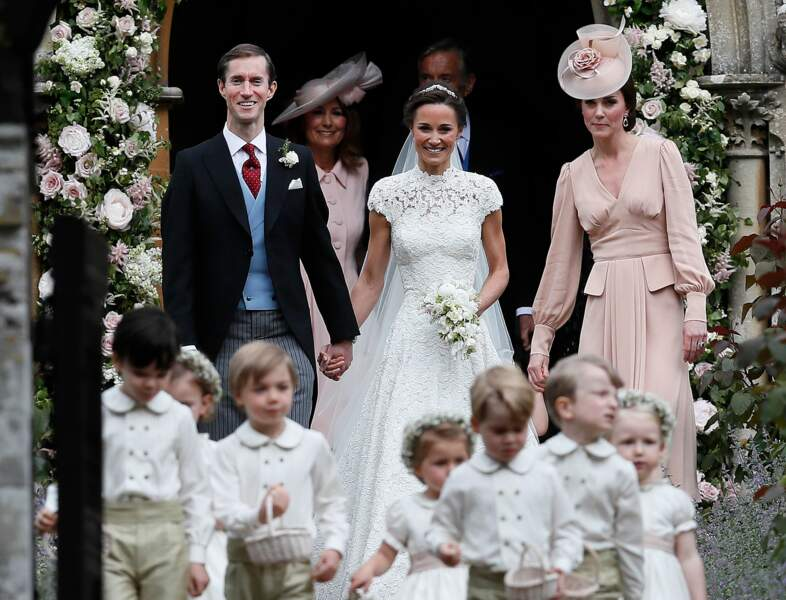 Pippa Middleton, son mari James Matthews et Kate Middleton, devant l'église St Mark d'Englefield le 20 mai 2017
