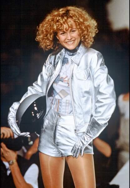 9 octobre 1995, Laetica Boudou alors mannequin, défile pour la maison Léonard.