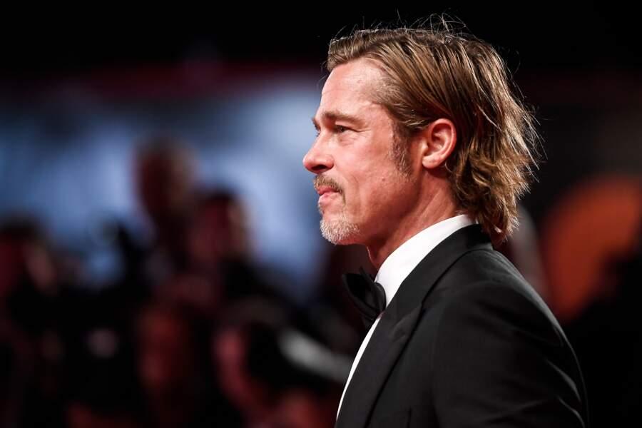 Cheveux wet, allure décontractée et l'élégance incarnée, Brad Pitt fait sensation à venise