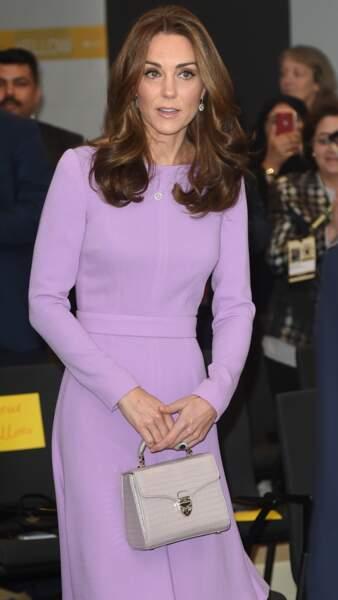 Kate Middleton avec une nouvelle couleur de cheveux et des mèches plus miel