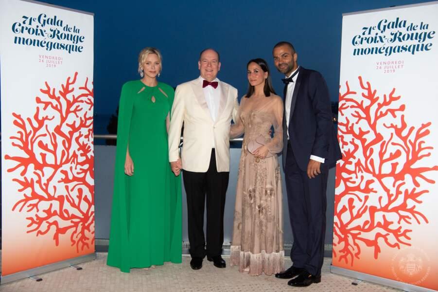 Albert et Charlene de Monaco prennent la pose aux côtés de Tony Parker et son épouse