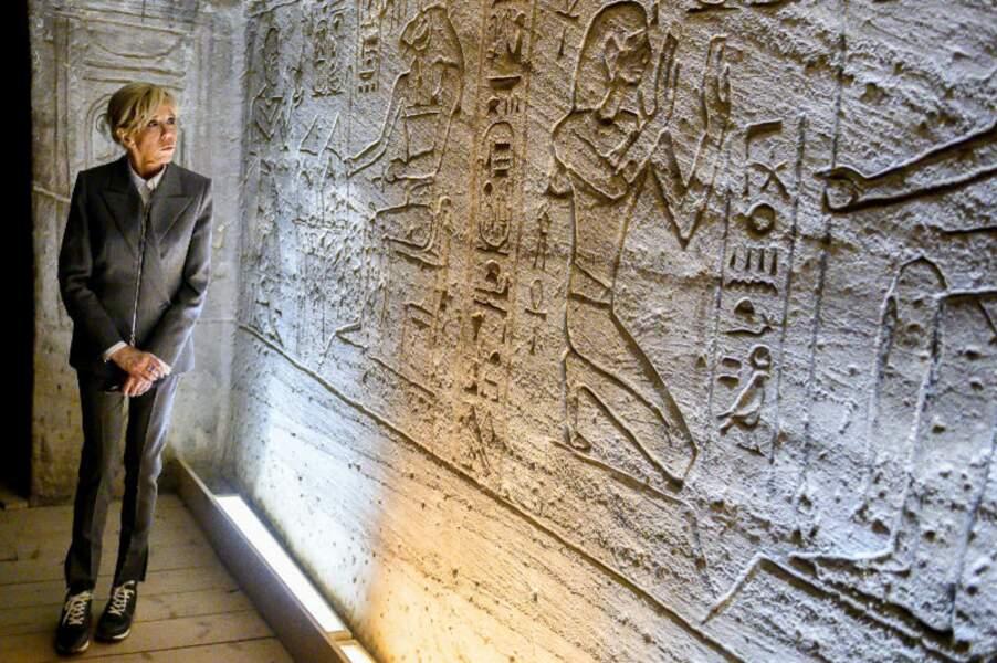 La première dame face à l'oeuvre des contemporains de Ramsès II
