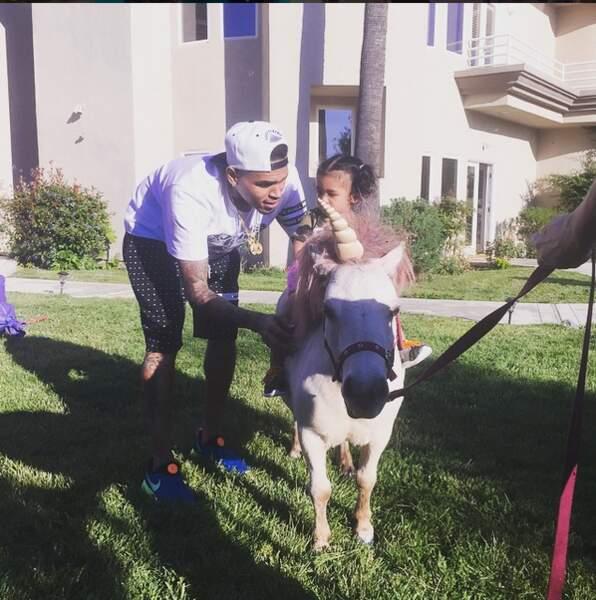Vacances magiques pour la fille de Chris Brown : Royalty est monté à dos de poney... ou de licorne ?