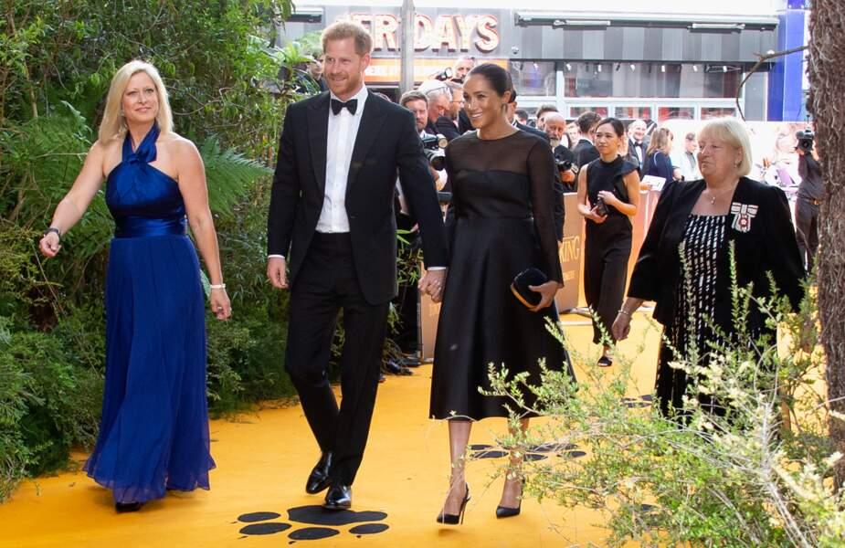 Meghan Markle et le prince Harry tout sourire et assortis en noir