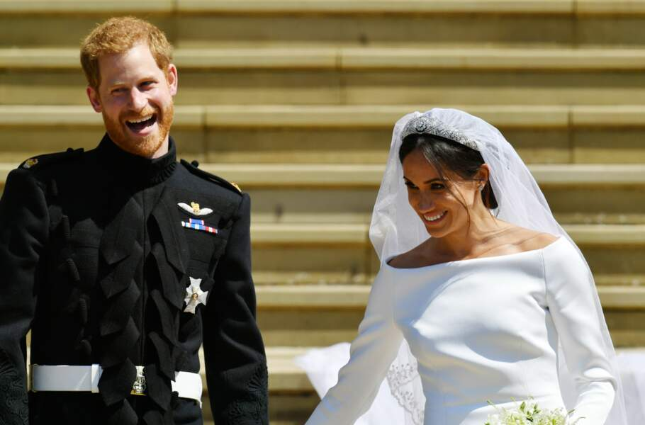 L'encolure bateau apporte du chic et de l'élégance à la robe signée Givenchy