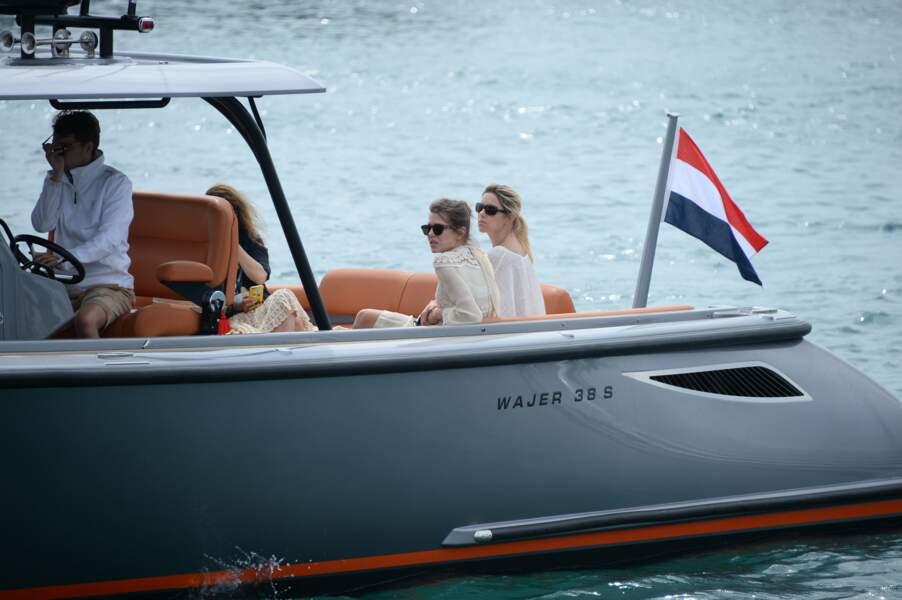 Charlotte Casiraghi se déplace en bateau lors du 70ème festival de Cannes