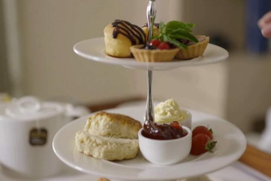 La maternité sert de petits gâteaux accompagnés de thé durant l'après-midi pour célébrer la naissance