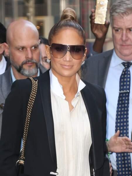 Jennifer Lopez fait son show entre lunettes fumées et queue-de-cheval haute