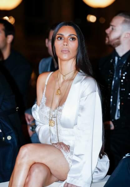 Ici au défilé Givenchy à Paris. Quelques heures après Kim Kardashian sera victime d'un braquage.