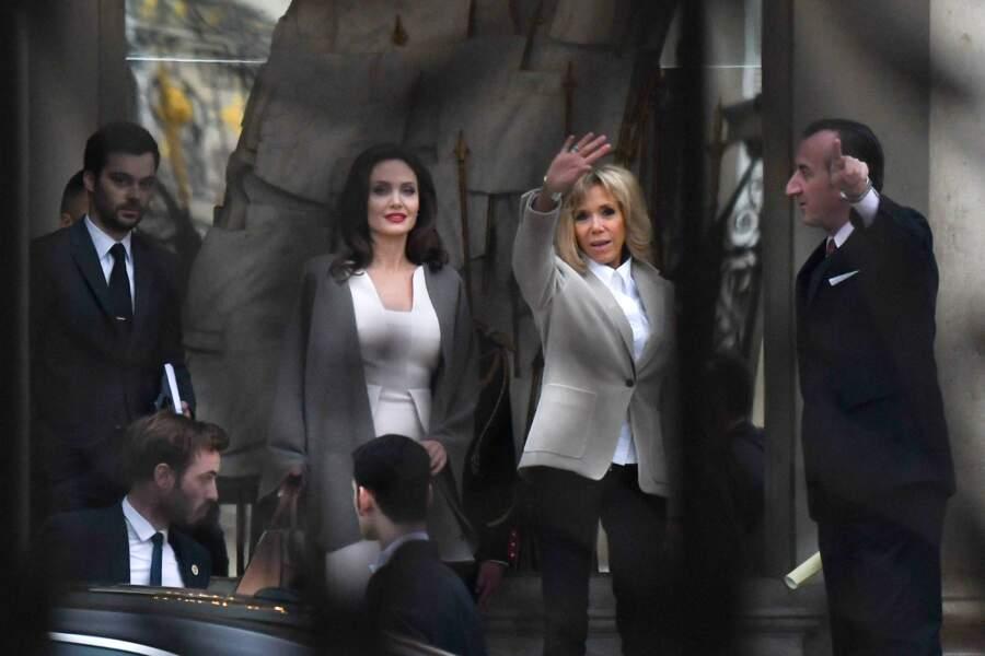 Angelina Jolie et Brigitte Macron, habillées quasi de la même façon