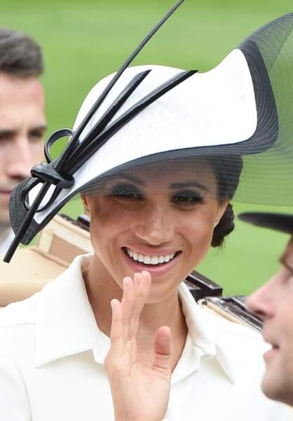 Meghan Markle, coiffée d'un chignon bas et d'un chapeau Philip Treacy à Ascot le 20 juin 2018