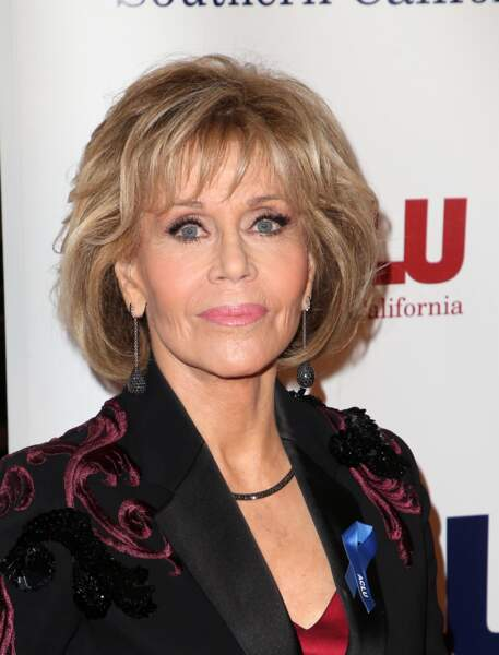 Le carré boule blond de Jane Fonda.