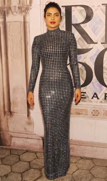 Priyanka Chopra sublime en robe longue scintillante