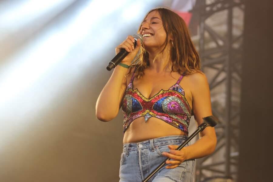 Izïa Higelin en concert  sur le parvis de l'Hôtel de Ville à Paris, le 18 juillet 2015